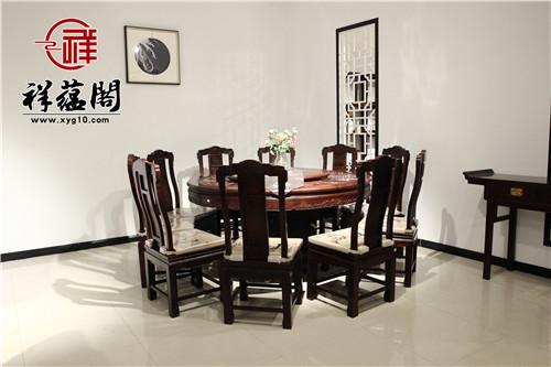 红木餐桌上放什么摆件美感呈现更为出色