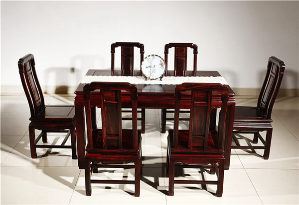 家用红木餐桌好还是八仙桌好