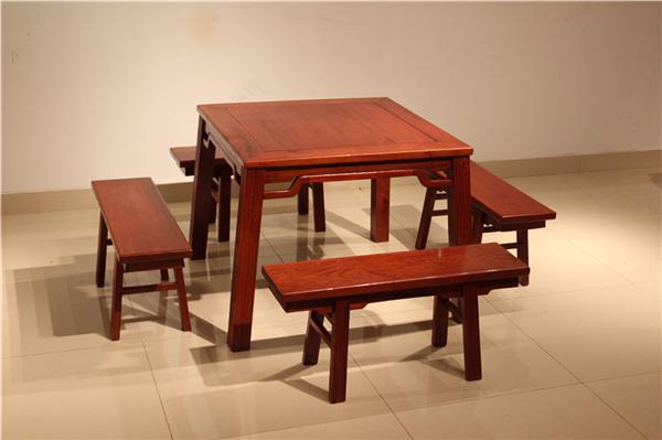 为你讲解红木餐桌台面需要配玻璃吗