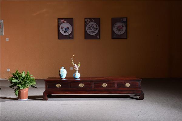 红木电视柜摆放什么落地花瓶会好看