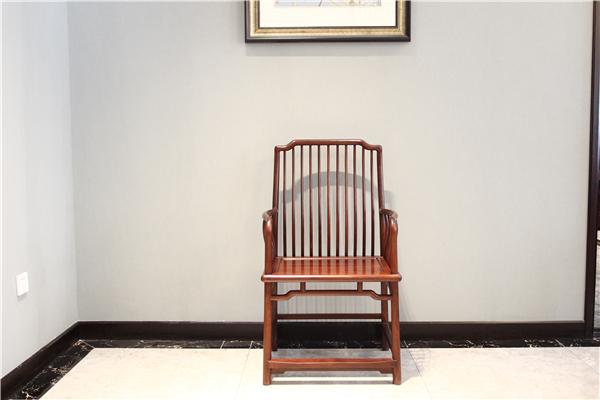 2019最新红酸枝木圈椅价格 红酸枝木圈椅鉴别小技巧