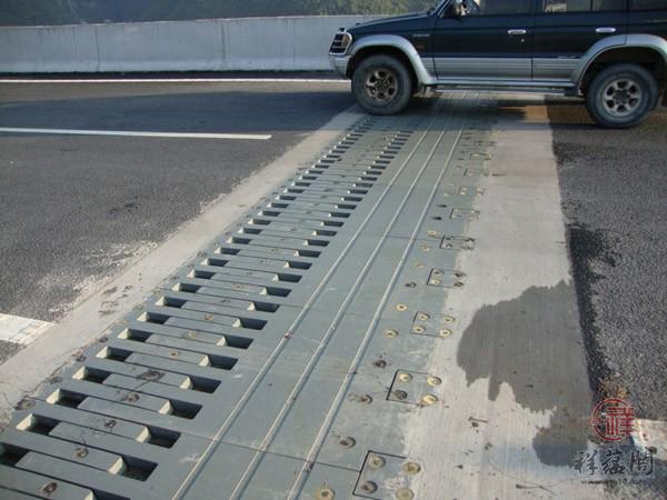 【伸缩缝做法 】伸缩缝做法用什么材料 桥梁伸缩缝做法怎么做