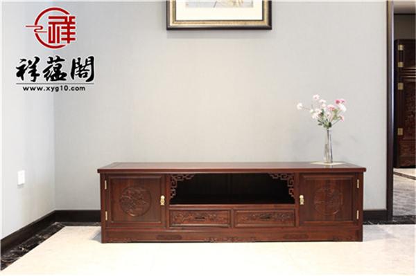 红木家具电视柜摆放什么装饰品比较合适