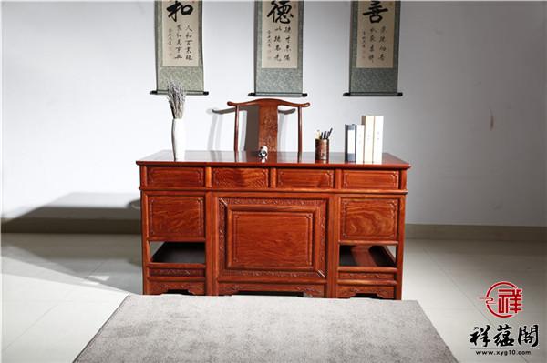 红木书桌搭配什么比较美观